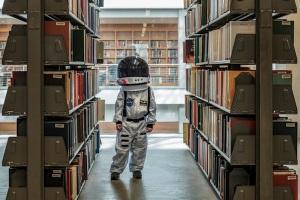 sheldons-astronaut-in-library